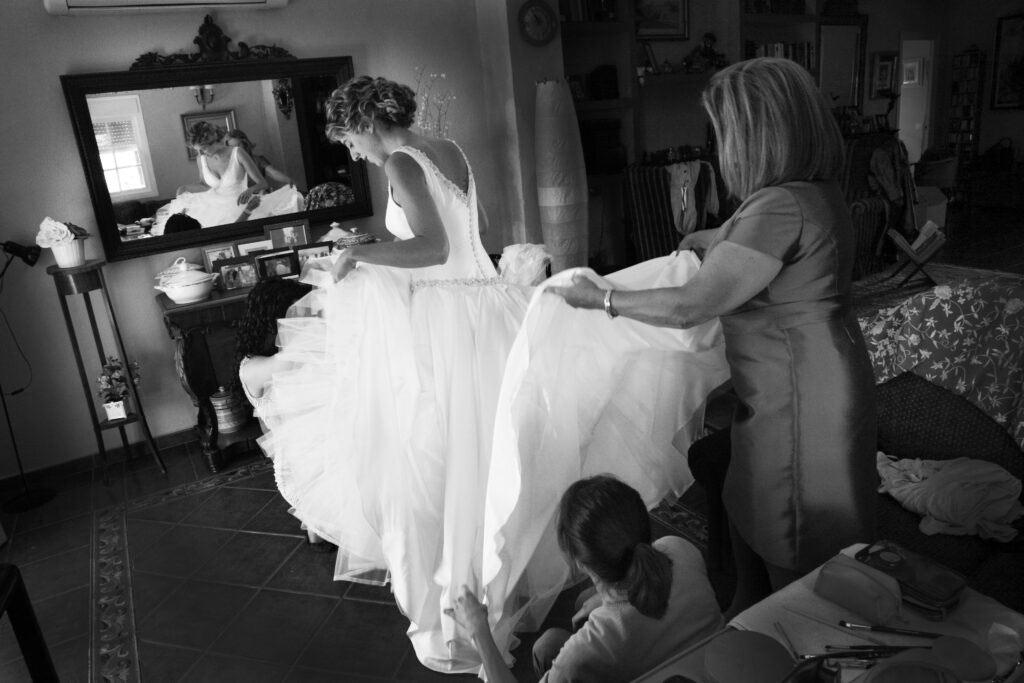 Foto preparando novia. Fotógrafo de bodas en Málaga