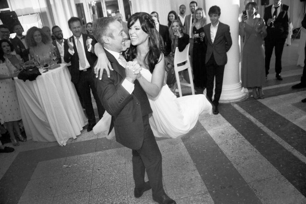 Foto de boda Malaga. Novios bailando