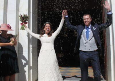 Reportaje de boda Ainhoa Novios saliendo de la iglesia - Carlos Lancha